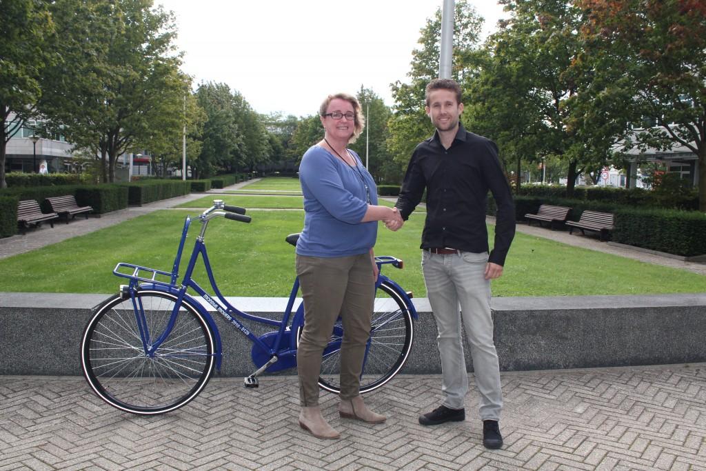 medewerkster meeus verhuizer mondial movers fiets