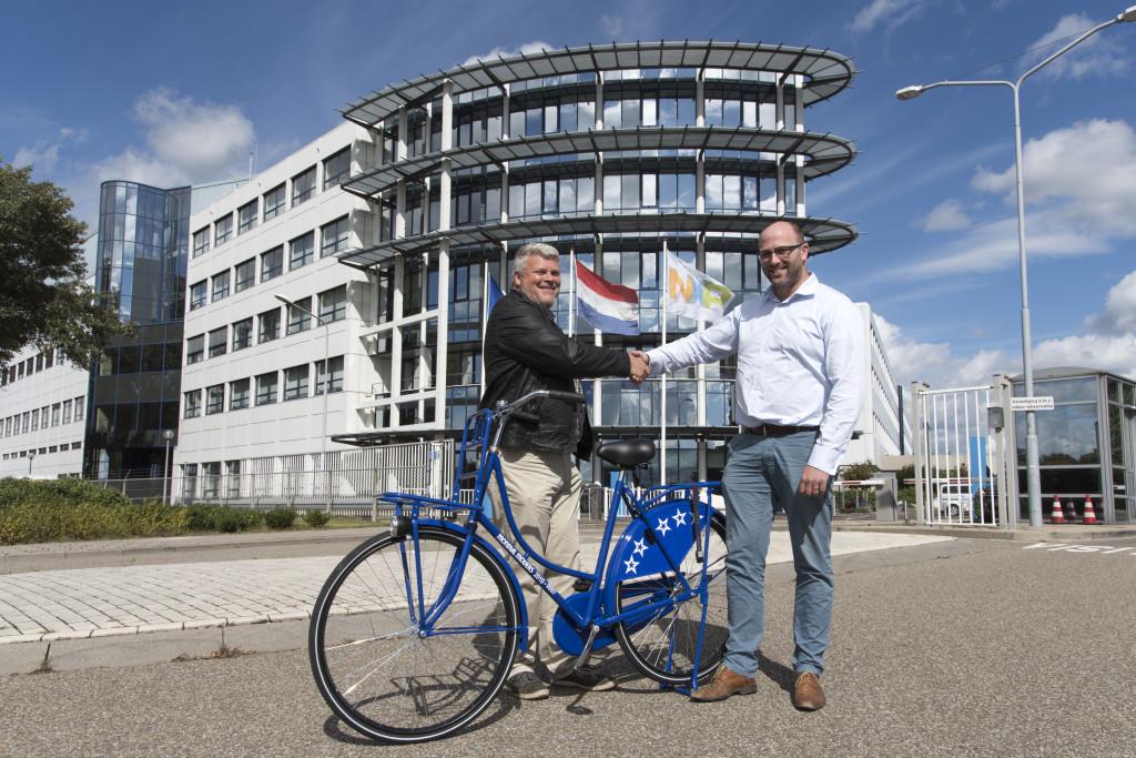 medewerker mondial movers verhuizer mondial fiets