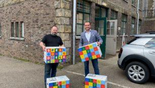 COA ontvangt Speelgoededoelendozen van de Mondial Movers Foundation