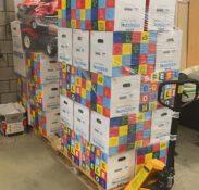 Mondial Movers Foundation overhandigt Speelgoededoelendozen aan Voedselbank Land van Cuijk