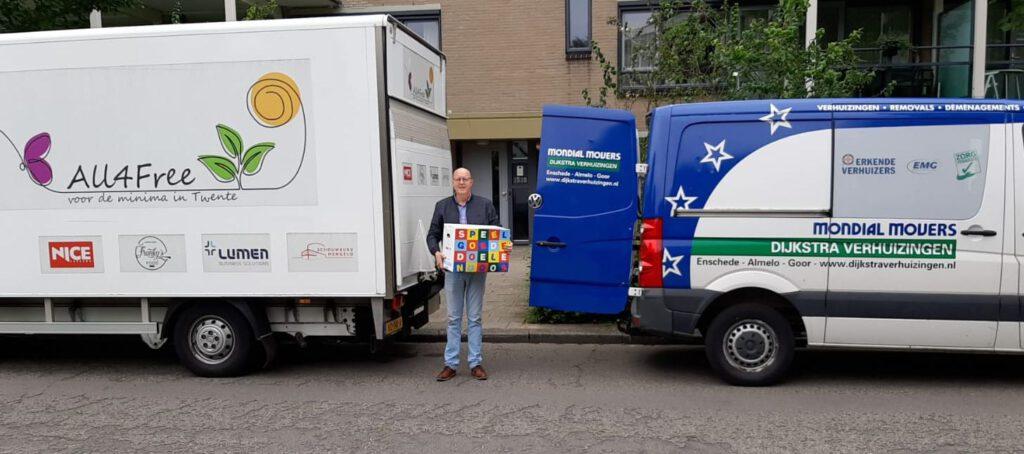 All4free Twente ontvangt Speelgoededoelendozen van de Mondial Movers Foundation