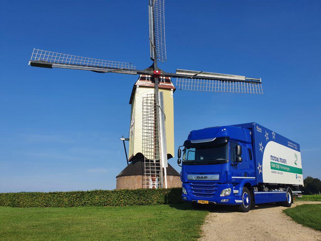 nieuwe verhuiswagen Mondial Van Dijk Verhuizingen