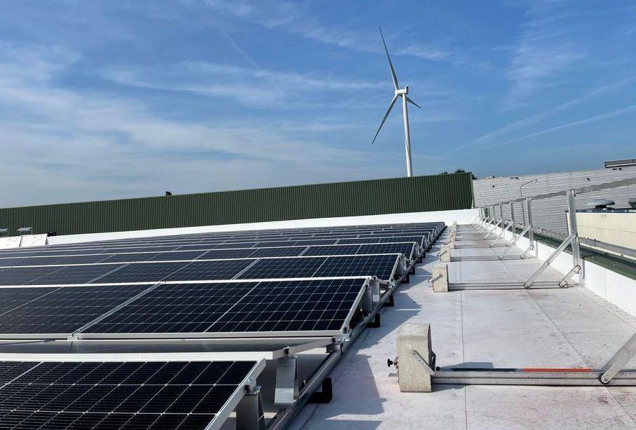 zonnepanelen op dak Mondial Waaijenberg groep