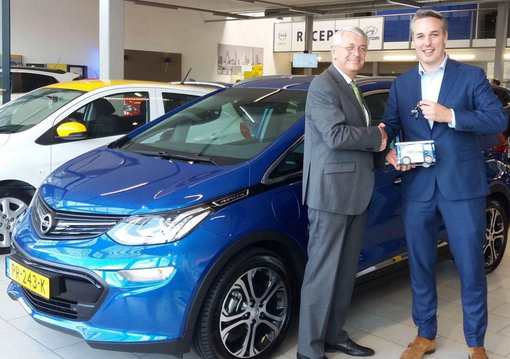 Opel Ampera-e Tom Stuij Mondial Movers Alblasserdam en Rick Kennedie Van Mill Dordrecht