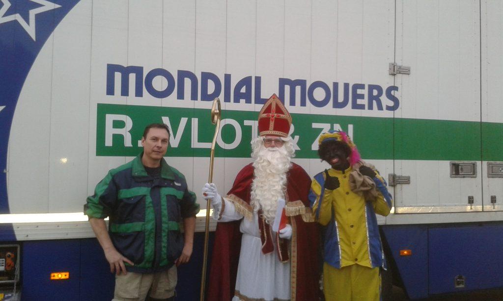 Sinterklaas bezoekt Mondial